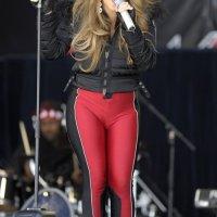 Mariah Carey Pakai Baju Terlalu Ketat