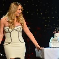 [WowKeren] Payudara Mariah Carey Ngintip Saat Pesta Ulang Tahun