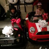 Mariah Carey dan Suami Hadiahkan Mobil Mini Pada Dembabies