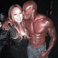 Pria Telanjang Dada Cium Pipi Mariah Carey