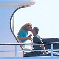 Lupakan Masa Lalu, Mariah Carey Cium Mesra Miliarder Australia