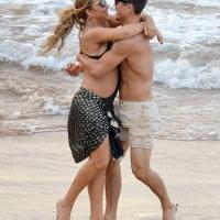 Mariah Carey Asyik Bercumbu di Pantai Bersama Penari Latar