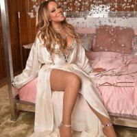 Mariah Carey Tampil Memukau pada Peluncuran Kosmetik Barunya